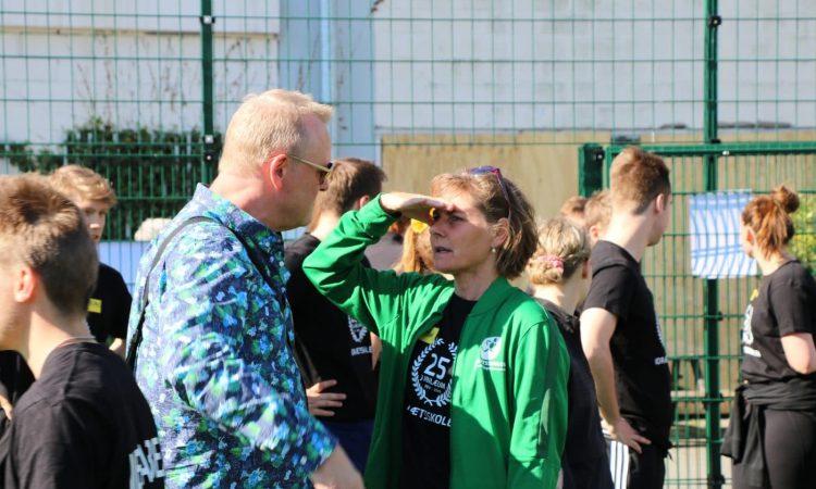 Jan Gintberg holder åbningstale til Idrætsskolens 25 års jubilæum !